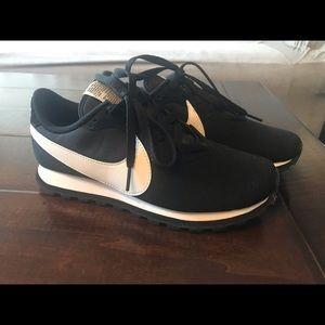 Nike Pre Love O.X Sneaker
